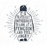 Etichetta d'annata disegnata a mano con l'illustrazione strutturata di vettore del pinguino Immagini Stock
