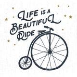 Etichetta d'annata strutturata disegnata a mano con l'illustrazione di vettore della bicicletta Immagini Stock Libere da Diritti