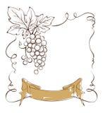 Etichetta del vino con un mazzo di uva e di nastro Fotografie Stock Libere da Diritti