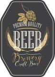Etichetta della birra con le orecchie, il luppolo e le iscrizioni del grano illustrazione vettoriale