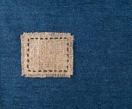 Etichetta della tela sul fondo dei jeans Fotografia Stock