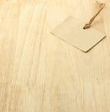 Etichetta di Brown su legno immagine stock