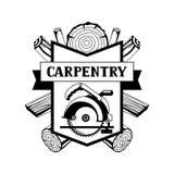 Etichetta di carpenteria con i ceppi e la sega di legno Emblema per silvicoltura ed industria del legname illustrazione di stock