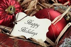 Etichetta di feste ed ornamenti felici di Natale immagini stock libere da diritti