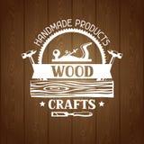 Etichetta di legno dei mestieri con il ceppo ed il jointer Emblema per silvicoltura ed industria del legname illustrazione vettoriale