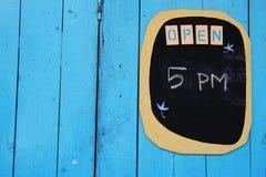 Etichetta di tempo di apertura fotografie stock
