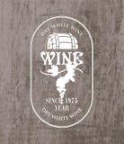 Etichetta per vino con il barilotto ed il mazzo di uva illustrazione di stock