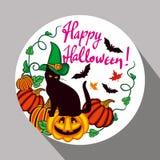 Etichetta rotonda con il gatto nero nel cappello della strega, in zucca e nel ` disegnato a mano Halloween felice del testo! ` Fotografia Stock Libera da Diritti