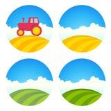 Etichetta rotonda dell'azienda agricola con i campi ed il trattore illustrazione vettoriale