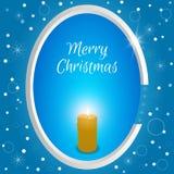 Etichetta rotonda di Natale con una candela bruciante su un fondo blu con i fiocchi di neve Adatto a web design, cartoline, invit Immagini Stock