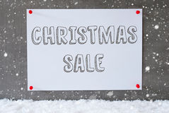 Etichetta sulla parete del cemento, fiocchi di neve, vendita di Natale del testo Fotografie Stock Libere da Diritti