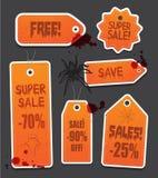 Etichette arancio di vendita di prezzi di Halloween sul nero Immagine Stock
