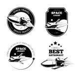 Etichette d'annata di vettore dell'astronauta, emblemi dei distintivi illustrazione vettoriale