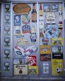 Etichette della birra sulla parete a Brooklyn Immagine Stock