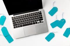 Etichette dello spazio in bianco e del computer portatile Immagine Stock Libera da Diritti