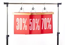 Etichette di carta rosse 30, 50, una vendita di prezzi di 70 per cento fuori Fotografia Stock