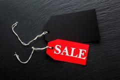 Etichette di prezzo di vendita su fondo scuro Immagine Stock