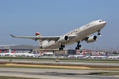 Etihad空中客车A330-300伊斯坦布尔机场 免版税库存照片