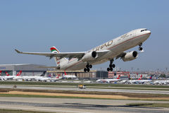 Etihad Airbus A330-300 Istanbul Airport Royalty Free Stock Photos