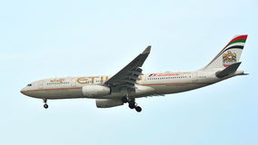 Etihad Airways Airbus A330 avec l'atterrissage 2014 de la livrée F1 à l'aéroport de Changi Image libre de droits