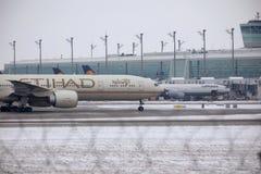 Etihad Airways Boeing 777-300 A6-ETL, vue de plan rapproché Photographie stock libre de droits