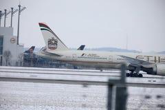 Etihad Airways Boeing 777-300 A6-ETL, vue de plan rapproché Photo stock