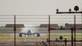 Etihad Boeing 787 Dreamliner lądowanie zbiory wideo