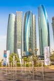 Etihad ragt Abu Dhabi hoch Lizenzfreies Stockfoto