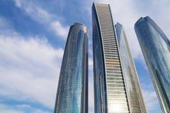 Etihad ragt Gebäude in Abu Dhabi hoch Stockbilder