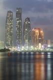 Etihad ragt nachts, Abu Dhabi, UAE hoch Stockfoto