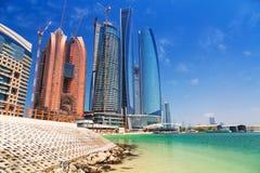 Etihad står högt byggnader i Abu Dhabi, UAE Royaltyfri Fotografi