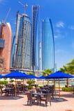 Etihad står högt byggnader i Abu Dhabi, UAE Royaltyfri Foto