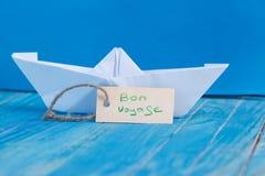 Etiket met de Woorden Bon Voyage die de middelen gaan overhalen stock foto's