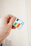 Etikett för energieffektivitet i manhand Royaltyfri Bild