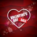 Etiketten eller klistermärken för försäljning för form för valentindaghjärta på abstrakt röd bakgrund med suddighet tänder Vektor Royaltyfria Bilder