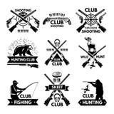 Etiketten en kentekens voor de jachtclub die worden geplaatst Zwart-wit beelden van verschillende dieren en wapens voor jagers stock illustratie