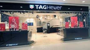 Etiketten Heuer shoppar i Hong Kong Arkivbilder