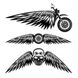 etiketten met wiel, fiets en schedels met vleugels stock illustratie