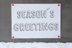 Etiketten på cementväggen, snö, text kryddar hälsningar Royaltyfria Foton