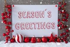Etiketten snöflingor, julbollar, text kryddar hälsningar Royaltyfri Foto
