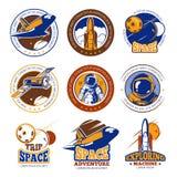 Etiketter för vektor för astronautflyg-, flyg-, rymdfärja- och rakettappning, logoer, emblem, emblem stock illustrationer