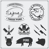 Etiketter för vektorgrisköttkött och designbeståndsdelar Logoer för affär för slaktare` s Konturer av svinet och bestick royaltyfri illustrationer