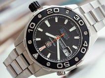EtikettsHeuer Aquaracer 500 mäns klockor för dykare Fotografering för Bildbyråer