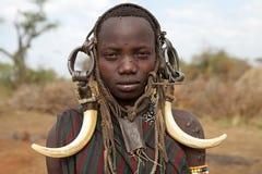 Mursi ung kvinna, Etiopien Royaltyfria Foton