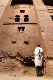Etiopier av ortodox tro i Lalibela Royaltyfri Foto