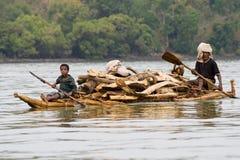 Etiopisk infödingtransport loggar in sjön Tana Royaltyfri Bild