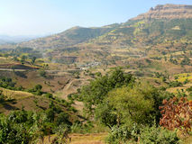Etiopska wioska w dolinie góry. Afryka. Obrazy Stock