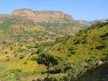 Etiopska wioska w dolinie góry. Afryka. Zdjęcie Stock