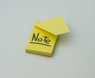 A etiqueta amarela com a inscrição Imagem de Stock