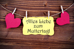 Etiqueta amarilla con Alles Liebe Zum Muttertag Imagen de archivo libre de regalías